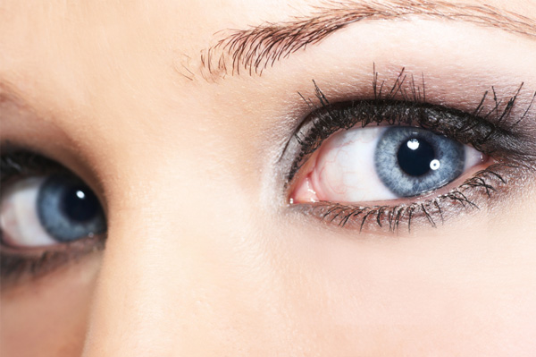 Common Symptoms that New Contact Wearers Often Get